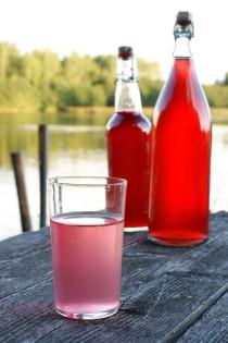 Rödvinbärsdricka och eftersaft